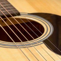 A close up an acoustic guitar